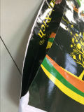 Alinhando o saco tecido para o fertilizante de empacotamento