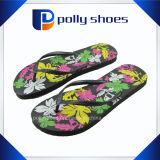 Sandali piani di vibrazione della ragazza delle donne di modo di cadute della spiaggia casuale di estate