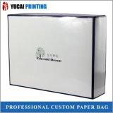 Rectángulo de regalo blanco de la caja de cartón con la laminación brillante