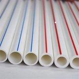 Produtos novos tubulação plástica e formulário cheio dos encaixes das tubulações de PPR no encanamento