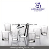 ガラスタンブラーが付いている灰色のガチョウのアイスペール
