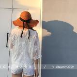 女性の花のレースのかぎ針編みはチュニック浜の上のワイシャツの水着を隠す