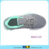 Bltの女性のはだしの道連続した様式のスポーツの靴