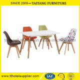 Plástico barato moderno por atacado do lazer que janta cadeiras com pés de madeira