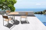 Деревянная мебель из тикового дерева и садом таблица с металлической опоры