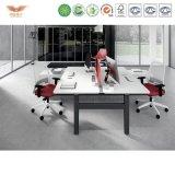 新しい現代白いカラー金属フレームの販売のためのモジュラー6人のオフィスワークステーションそして網の椅子