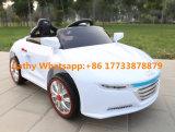 Uのディスクが付いているAudiの子供の電気自動車