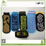 Kundenspezifische Trampoline-Gleitschutzsocken, Griff-Socken mit Firmenzeichen