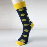 Изготовленный на заказ носки женщин и людей изготовления носка счастливые