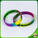 Bello braccialetto turbinato del silicone per le donne