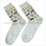 Тип способа ретро покрасил сделанные по образцу яркие носки жаккарда