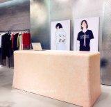 衣服の店の現金机に作られる素晴らしいピンクのCorian