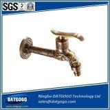 Le pétrole de couleur d'or a frotté le taraud froid de la longue de salle de bains de robinets de bassin de jardin de robinet eau en bronze de machine à laver
