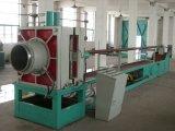 Mangueira industrial ondulada do metal que faz a máquina