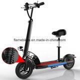 Un motorino elettrico delle 2 rotelle con il manubrio
