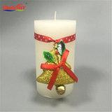 Традиционная классическая белая свеча стойки проема ветрового стекла с елки стиле