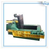 De Fabrikant van China maakt aan het In balen verpakken van het Staal van de Blikken van de Pers van de Orde Machine
