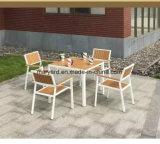 Polywoodの庭のダイニングテーブルおよび椅子