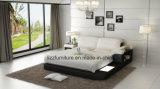 LEDが付いている現代寝室の実質の革柔らかいベッド
