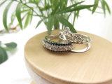Dos en una corona de cristal negro diamante blanco anillo de apilamiento en chapados en plata.