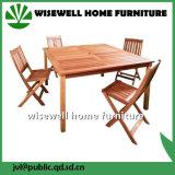 Im Freienmöbel-runder Tisch mit faltendem Lehnsessel