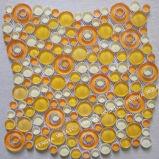 Forma redonda com mosaicos de vidro de cor-de-laranja