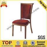 O alumínio imitou a cadeira de jantar de madeira