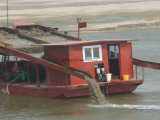 Bombeo de arena de hierro y separando el dragado para la extracción de arena del mar