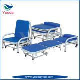 病院の木の付随の椅子