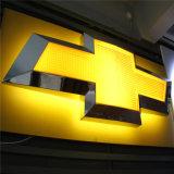 Automobil-Verkäufe Servicshop im Freienvakuum, das Acryl-Auto-Firmenzeichen LED-3D bildet