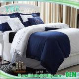刺繍されたデラックスなサテンの寝具のホテル