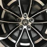 Колесо япония пассажирского автомобиля участвуя в гонке колеса оправы