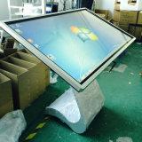 Alto brillo 55'' en un PC kiosko de información multimedia