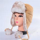 Российская Cordury сорт Треппер зимой с Red Hat зимней крышки