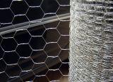 電流を通された鉄の鶏の六角形の金網