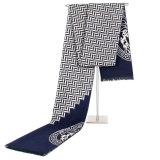 格子縞の箱のスカーフを編んでいる冬の人はスカーフの男性の偶然のカシミヤ織のショールのスカーフを暖める