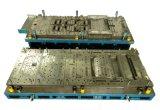 Il metallo progressivo dei dadi della pressofusione che timbra la lavorazione con utensili per i ricambi auto