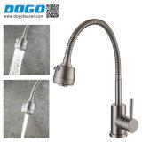 Meilleure vente seule poignée robinet d'eau chaude et froide pour évier de cuisine (DG-PK2009-S)