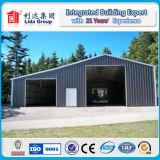熱い電流を通された鉄骨構造の倉庫