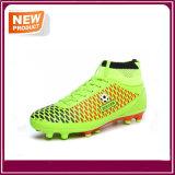 Sport-Fußball der neuen Form-Männer lädt Fußball-Schuhe auf