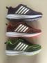 Trois chaussures de course de sport d'espadrille de couleurs pour les hommes