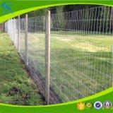 鉄の金網の塀によって溶接される塀の網パネル