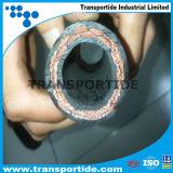 油圧ゴムホースワイヤー螺線形は4sh/4spにホースで水を掛ける