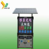Escaninhos de lixo da potência solar que anunciam o quadro de avisos