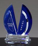 Trofeo de cristal azul con logotipo de Sandblast Galss grabado