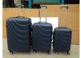 Valigia blu scuro della cassa dei bagagli con quattro rotelle del filatore