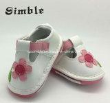 Zapatos de cuero de los primeros colores de los caminante de las sandalias de la muchacha varios