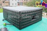 Tente gonflable de cube en construction mobile avec la porte et le guichet