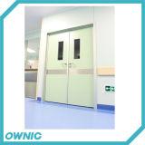Puerta de oscilación limpia del hospital en la apertura doble