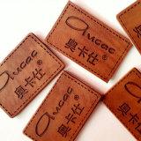 Escrituras de la etiqueta calientes de encargo de las correcciones del cuero grabado de la insignia de la marca de fábrica de los pantalones vaqueros de la venta para la ropa/los bolsos